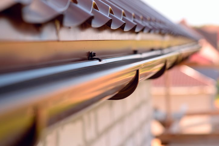 4 Factors That Affect Gutter Replacement Costs